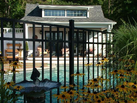 ‪‪The Welsh Hills Inn‬: Heated Guest Pool at The Welsh Hills Inn - Granville Ohio Bed & Breakfast‬