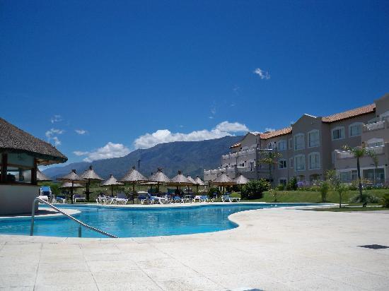 Howard Johnson Hotel Resort Villa de Merlo: La sierra de fondo