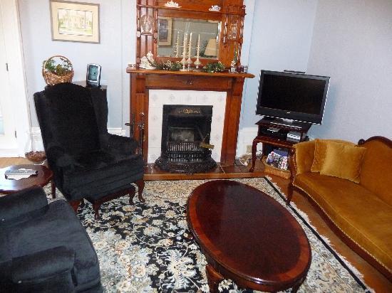 Stone Maiden Inn: Guest Parlour