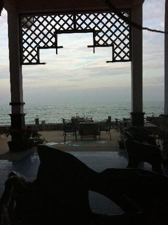 Sea Breeze Guest House: Beach Terrace Restaurant View