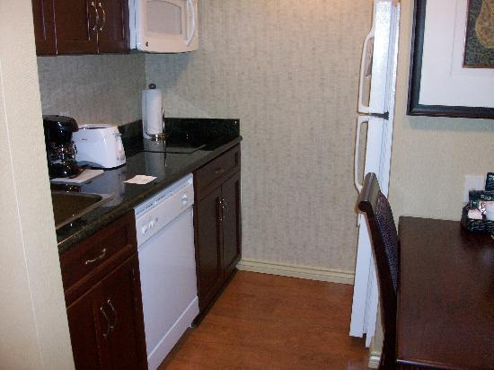 Homewood Suites by Hilton Cambridge-Waterloo, Ontario : Full kitchen