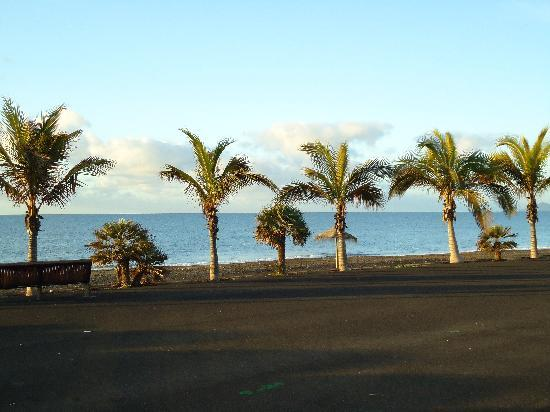 Tarajalejo, Espagne : Plage de sable noir