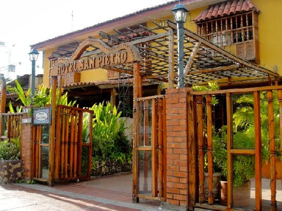 Hotel San Pietro: entrance