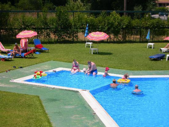Elizabeth Hotel: my family enjoying that wonderful pool