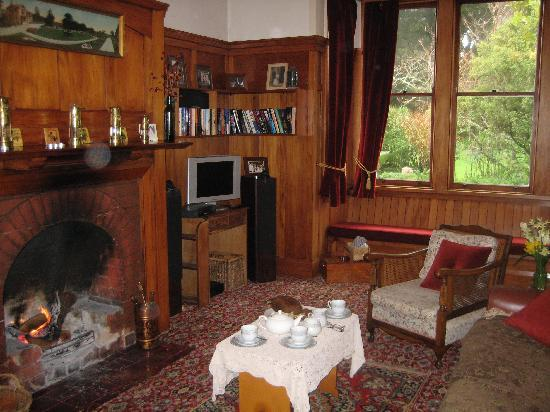 Chapelwick: The cosy library