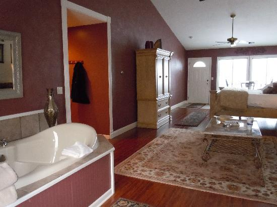 Huron House Bed and Breakfast: Oscoda room