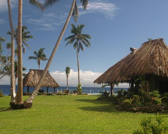 Paradise Taveuni: The main dining area and the wedding bure