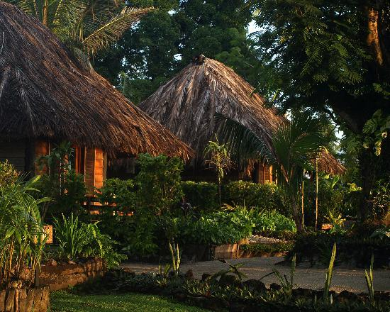 Paradise Taveuni: Bures at dusk