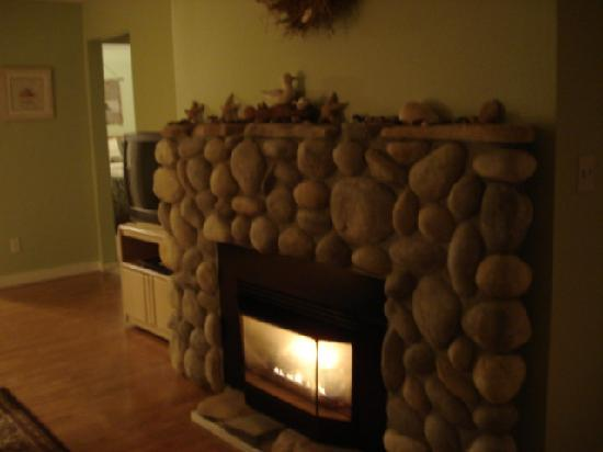 Nantucket Inn: Warm yourself by the cozy fire