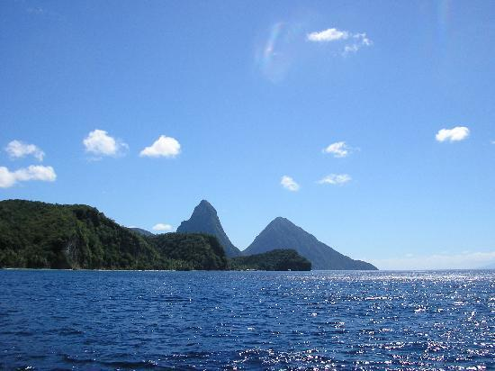 Rendezvous Resort : THE PITONS SCENERY