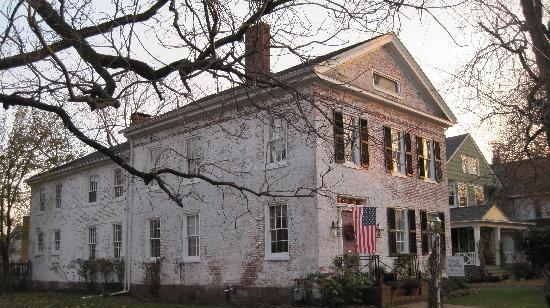 Chester Bulkley House Bed and Breakfast : the 1830 Chester Bulkley House