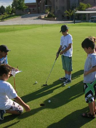 San Miguel Plaza Hotel : y golf tambien para los chicos