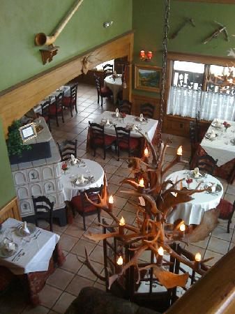 Blue Boar Inn: View from the second floor down to the restaurant