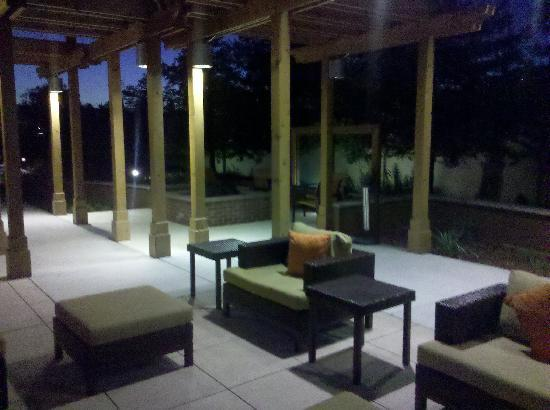 Courtyard San Jose Campbell: outdoor firepit area