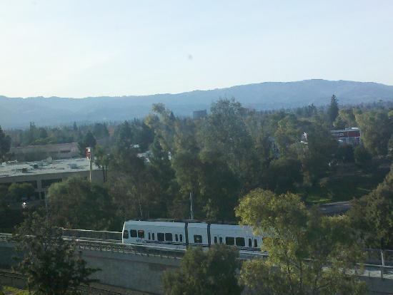 Courtyard San Jose Campbell : light rail