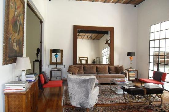 Cabrera Garden Boutique Guest House: The welcoming & artfully decorated common living area