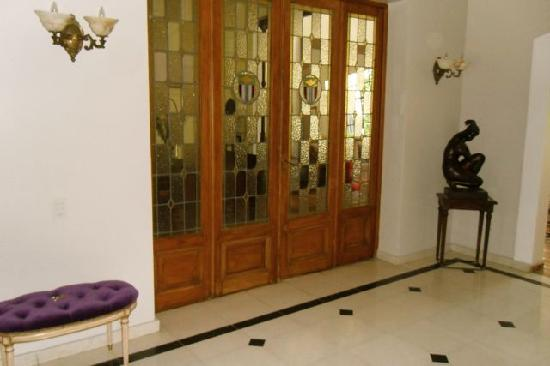 Cabrera Garden Boutique Guest House: Beautiful lobby doors into the dining room