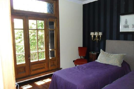 Cabrera Garden Boutique Guest House: Santa Rita bedroom changed into 2 beds to suit our needs