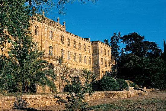 Château Abbaye de Cassan : Façade occidentale du Château-Abbaye de Cassan
