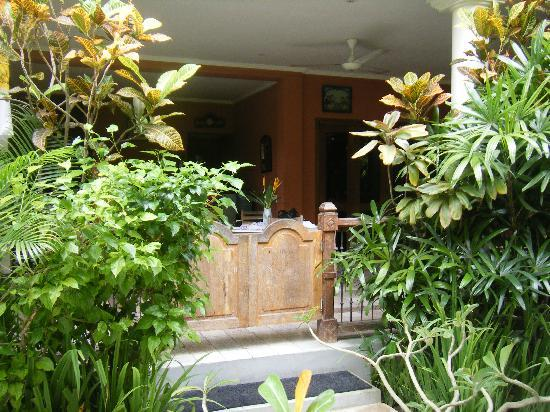 Puri Damai: entrace to family apartment