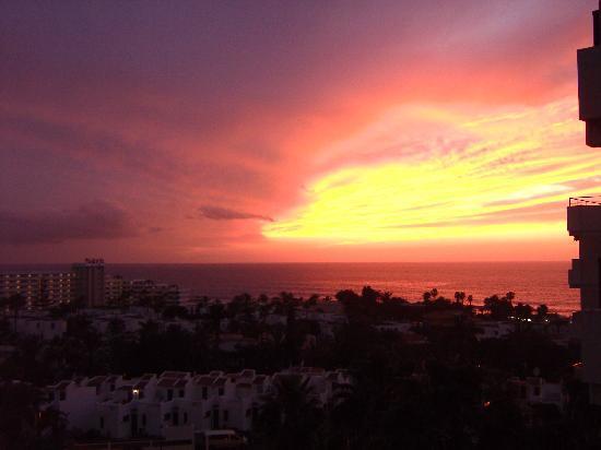 Aparthotel Club Bonanza: Veduta dalla camera 713 al tramonto