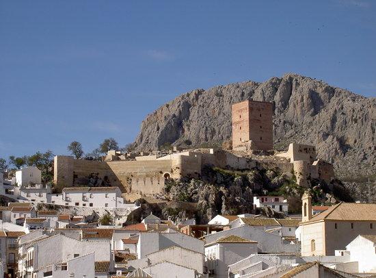 """Canete La Real, Spain: Pueblo de Cañete la Real con su castillo """"HIns Qannit"""""""