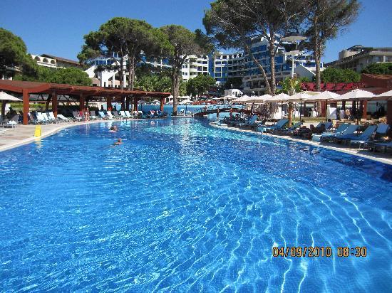Cornelia De Luxe Resort : The main swimming pool
