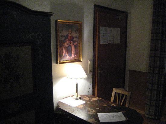 Pension Jeske : Double room private bathroom - entry & desk