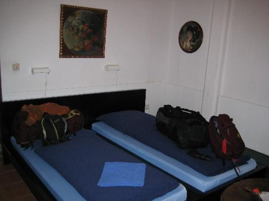 Pension Jeske : Double room private bathroom - basic but spacious bedroom