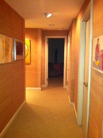 The Lombardy: Hallway to bedroom 2 and kitchenette