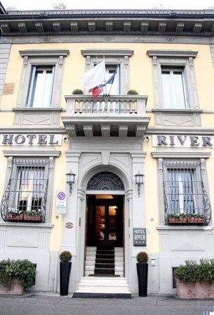 Hotel River: Facciata