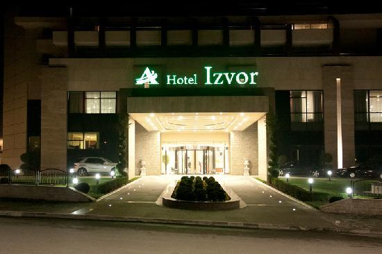Hotel Izvor: Hotel at Night