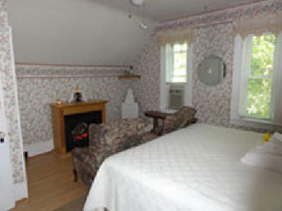 1875 A Charters Inn: The Pilothouse Room