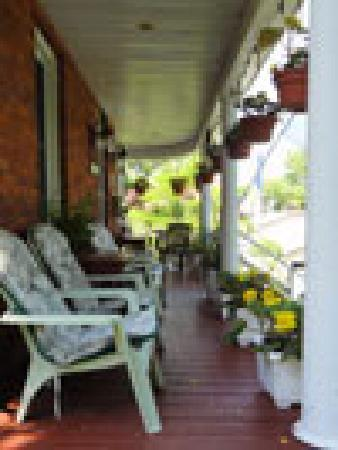 1875 A Charters Inn : Wrap around veranda