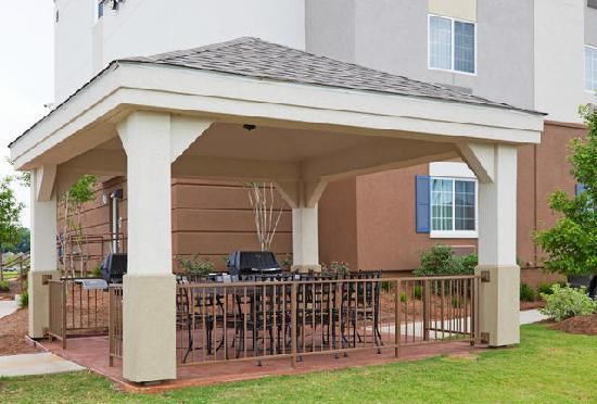 Candlewood Suites Montgomery: Gazebo with 2 Gas Grills