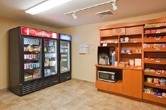 Candlewood Suites Montgomery: Candlewood Cupboard
