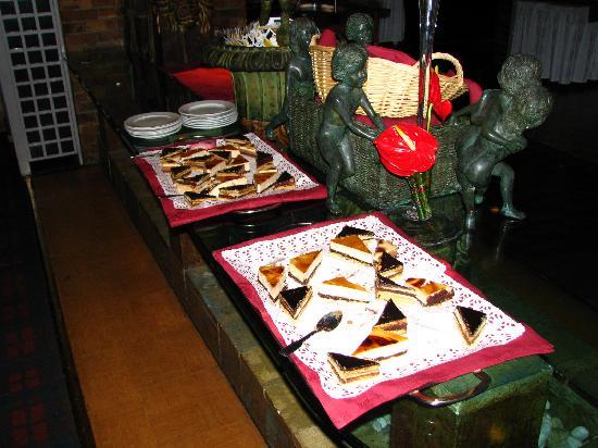 Relais des Chartreux : l'assortiment de pâtisseries