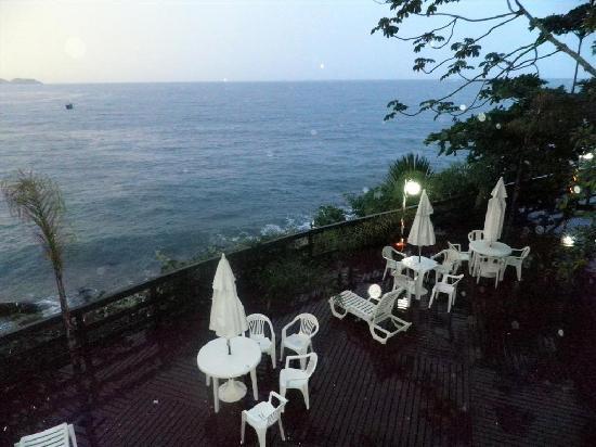 Bombinhas Tourist Apart Hotel: Uno de los decks del hotel