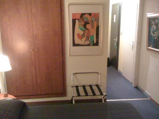 Hotel Admiral Geneva: Room View 2