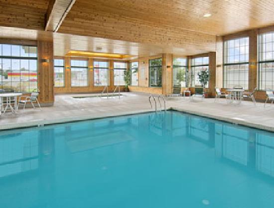 Super 8 La Crosse: Pool Area (Open 6am-midnight)
