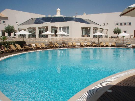 Vale d'Oliveiras Quinta Resort & Spa: Hotel and main pool