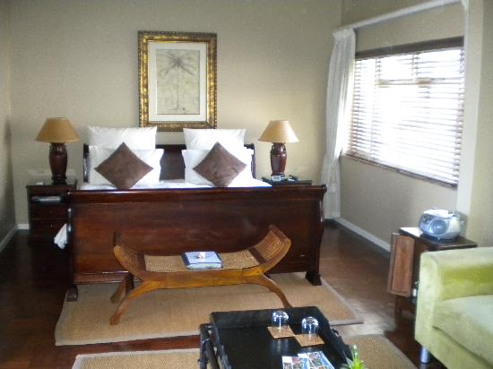 51 On Camps Bay Guesthouse: luxury mountain room