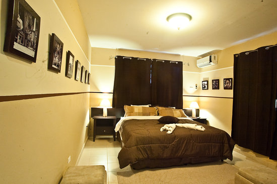 Manglar Lodge: one of our rooms with 1 king size bed