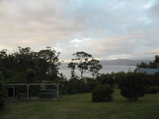 Bruny Island Explorers Cottages: sunset
