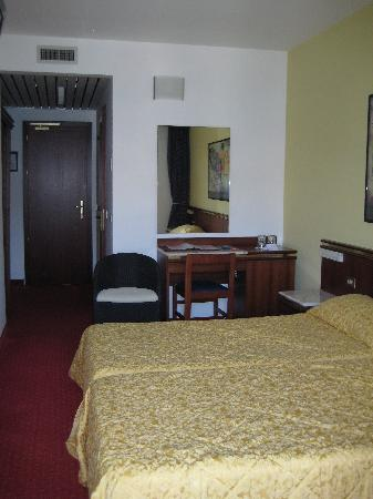Hotel Castello Lake Front: Another view of room