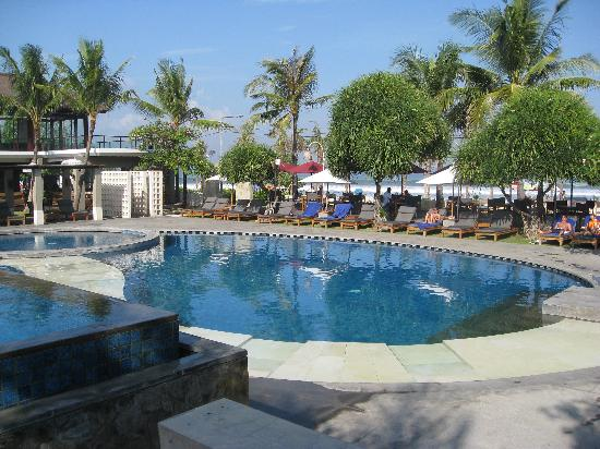 Bali Niksoma Boutique Beach Resort: Two nice pools built up high with a view of the beach