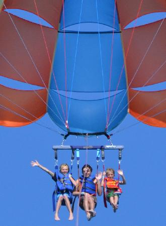 Aquaworld Miami : Go Parasailing Three at a Time