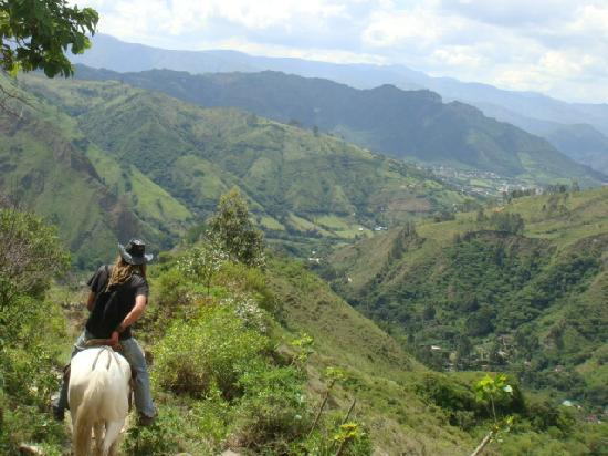 Madre Tierra Resort & Spa: Along the trail
