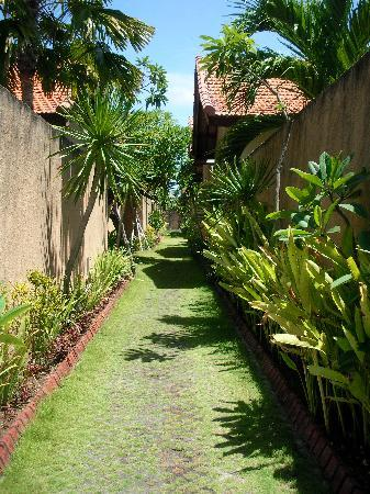 Grand Bali Villa: The pathway between the villas