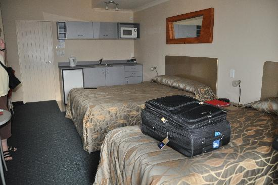 At the Rocks Motor Lodge: Bedroom